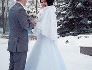 Арзамас: Свадебное платье Продаю свадебное платье 42-46 размера (за счет шнуровки), не венчанное. Шубка и кольца в подарок. Торг уместен.