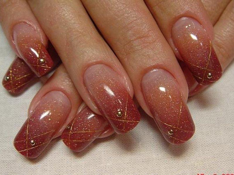 Маникюр на нарощенных ногтях с блестками