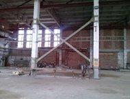 Кемерово: Отдельно стоящее здание 1-этажное кирпичное здание. Состоит из 2-х частей:  - производственно-складское помещение площадью 719, 3 м2. Две кран-балки –
