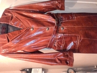 плащ кожаный продам плащ кожаный натуральный женский лаковый 46 размер 3 тысячи немного б/у 89502644920 Ада, Ленинск-Кузнецкий - Женская одежда
