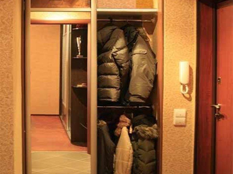 Шкафы купе в маленькую прихожую фото.
