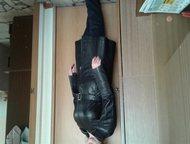 Нижнекамск: женский кожаный плащ продам женский, стильный, кожаный плащ, черного цвета. Очень хорошая, мягкая кожа. Отрезной в талии с поясом. Размер 46-48. Совер