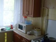 Продаю трехкомнатную квартиру Брежневка, 4 этаж 5 этажного дома, 50/35/6     окна пластиковые, трубы сменены, балкон     застеклен, с/у раздельный, со, Нижний Новгород - Продажа квартир