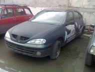 Омск: Рено меган 2003г Рено меган классик, 2003 гв, седан, двс 1. 4 16клапанов, темно серый. После аварии восстановлен, осталось поменять радиатор, лобовое