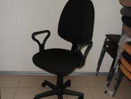 Кресло компьютерное Кресло компьютерное на колесиках, регулируется угол наклона спинки, регулировка высоты кресла. Кресло оснащено съемными подлокотни, Саратов - Столы, кресла, стулья