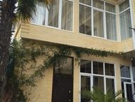 Сочи: Гостиница в Адлере Строение 700 кв. м на 5 сотках земли Четыре этажа. Продается дом-гостиница, на первом этаже хозяйская квартира 200 кв. м две спальн