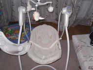Тюмень: электро качели Graco электронная качель бежевого цвета с адаптером (работают как от батареек, так и от сети), предназначенные для детей весом до 11 кг