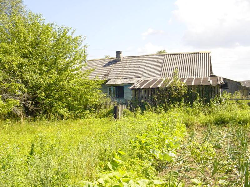 Деревянный дом на кирпичном фундаменте, луговое, центральное отопление, площадь 49 кв расположение комфортабельная вилла находится в адлерском районе по ул.